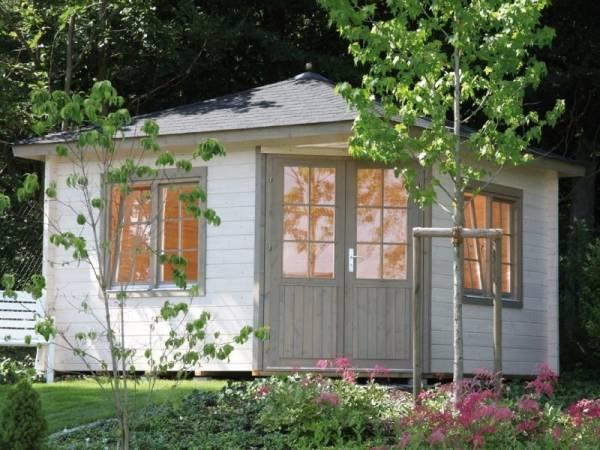 Wolff Finnhaus 5-Eckhaus Maria 44-B mit grünen Dachschindeln und Dachhaube