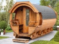 Wolff Finnhaus Thermoholz Saunafass Svenja 2 Premium montiert mit schwarzen Dachschindeln