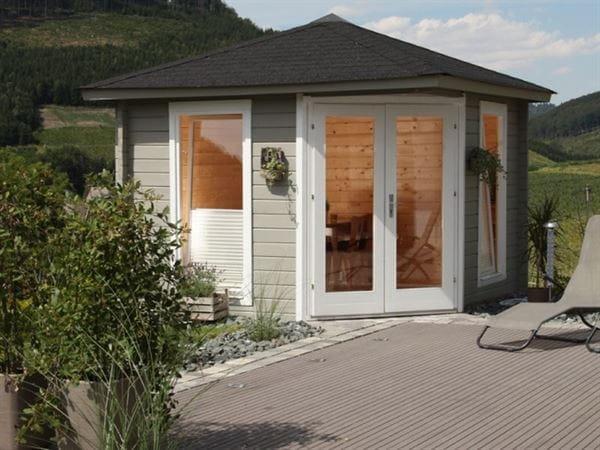 Wolff Finnhaus 5-Eckhaus Katrin 44-A, Set inkl. grüne Dachschindeln und Dachhaube
