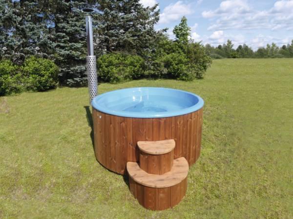 Wolff Finnhaus Badebottich Hot Tub de luxe 200 cm mit blauem KS-Einsatz, integriertem Ofen und Thermoabdeckung.