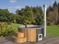 Wolff Finnhaus Badebottich Hot Tub de luxe 200 cm mit grauem GFK-Einsatz, integriertem Außenofen und Thermoabdeckung.
