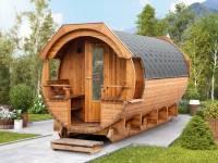 Wolff Finnhaus Thermoholz Saunafass Svenja 1 Premium montiert mit schwarzen Dachschindeln